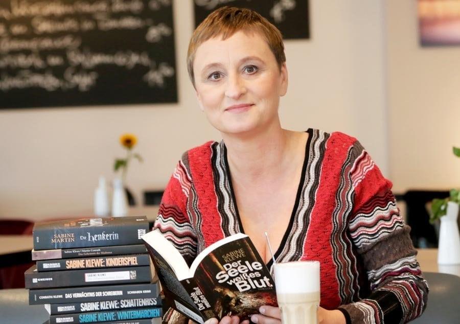 Shooting für eine Buchautorin in einem Düsseldorfer Café