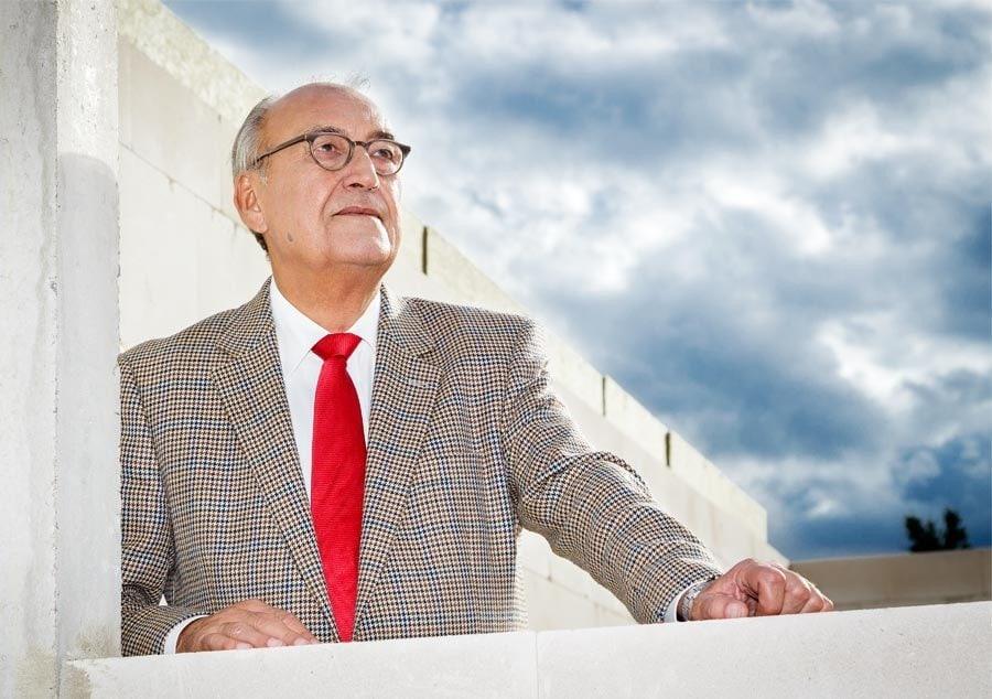 Politikerportrait in Neuss am Rhein - hier der Bürgermeister