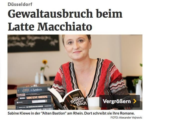 Sabine Kleve fotografiert für eine Reportage über Ihre Arbeit als Romanautorin