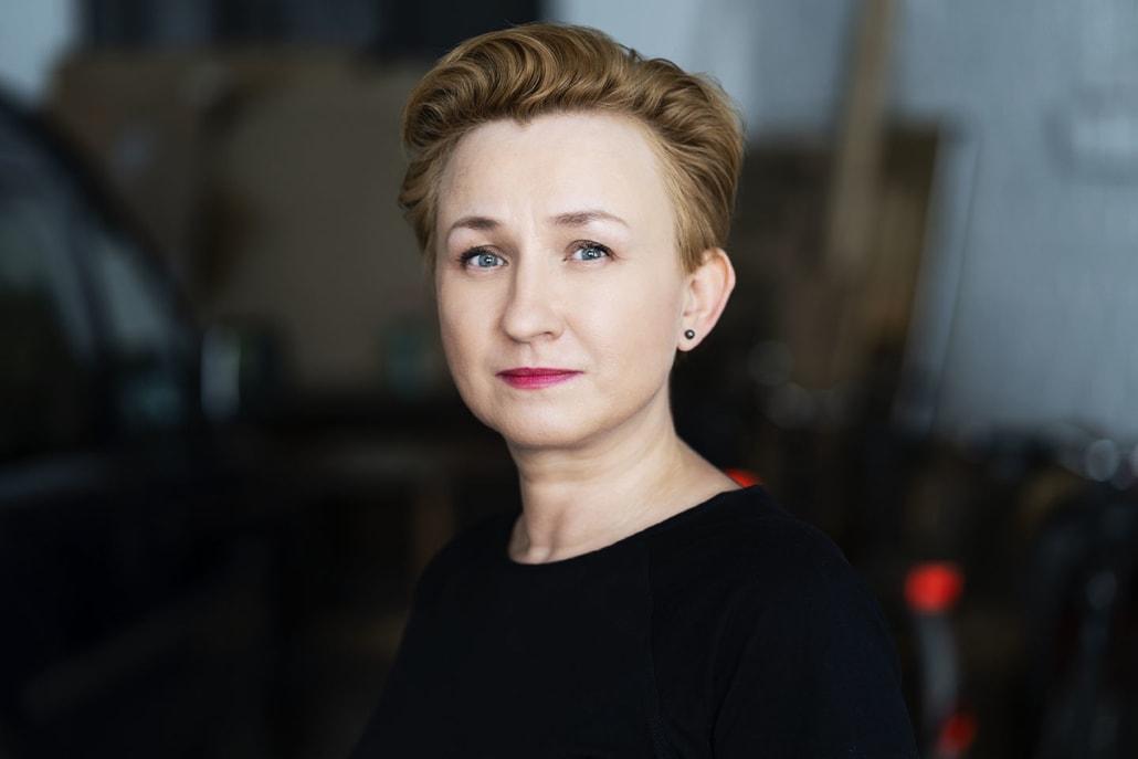 Portraitaufnahme einer Künstlerin