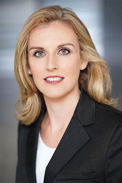 schönes Bewerbungsfoto einer Frau in Düsseldorf fotografiert